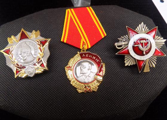 2 replacement Russian badges and 1 medal