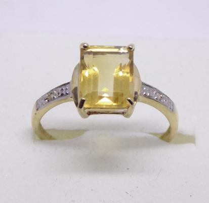 9ct gold diamond and emerald cut citrine ring - Size O