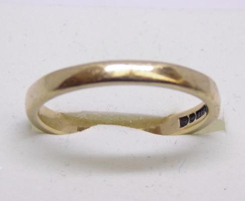 9ct gold plain gold wedding band ring - size Q