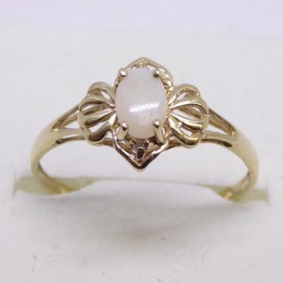 9ct gold diamond and opal ring