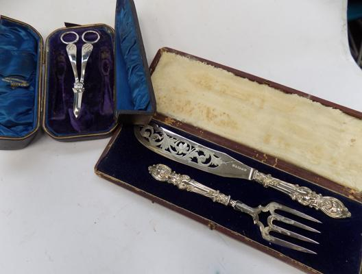Box of silver plated fork/knife set & boxed silver plated scissors