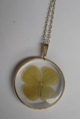 9ct gold necklace with four leaf clover pendant