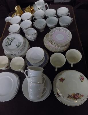 Selection of pottery including Balfour and Woods