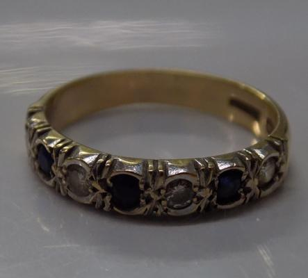 9ct gold sapphire and clear stone ring