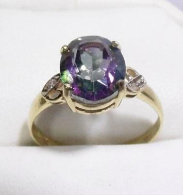 9ct gold diamond and mystic topaz ring - size O