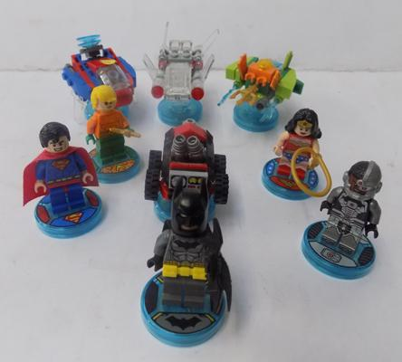 Lego dimensions - DC Superhero characters, vehicles and game disks