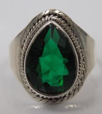 Vintage style silver green stone ring
