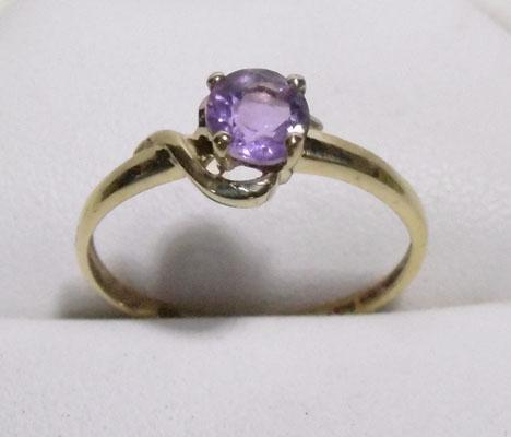 9ct gold amethyst solitaire ring - size O