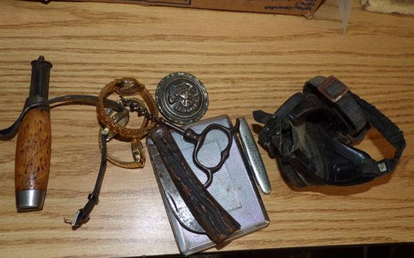 Selection of vintage collectables, incl. vintage goggles etc...