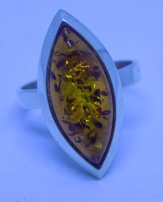 925 sterling silver large oval fronted Baltic Amber ladies ring - size P 1/2