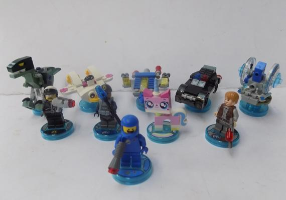 Lego Dimensions - Lego Movie and Jurassic Park characters, vehicles and game disks
