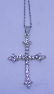 "Stylish 925 sterling silver CZ crucifix on 18.5"" silver neckchain"