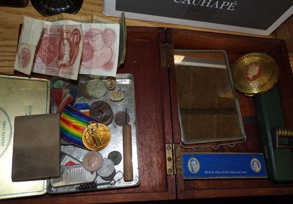 Selection of mixed collectables incl. notes & coins, WWI victory medal etc...