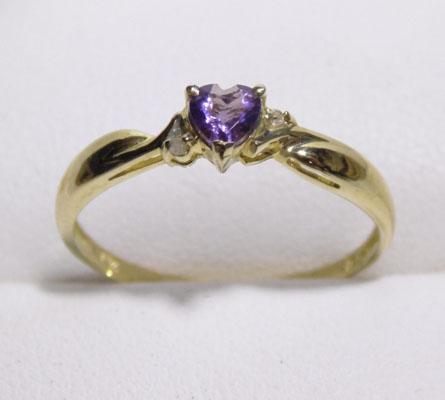 9ct gold diamond and amethyst ring - size P