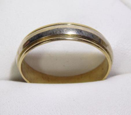 18ct two tone yellow and white gold ring - size V 1/2