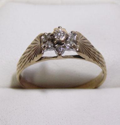 9ct gold diamond cluster ring - Size S
