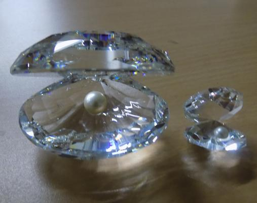 Swarovski crystal, large oyster & pearl + small oyster & pearl