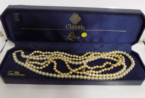 Lotus silver clasped pearl necklace