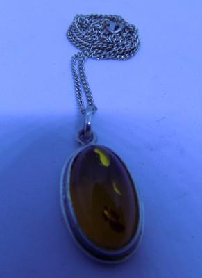 "Vintage 925 sterling silver 19"" necklace and oval shape Baltic Amber pendant"