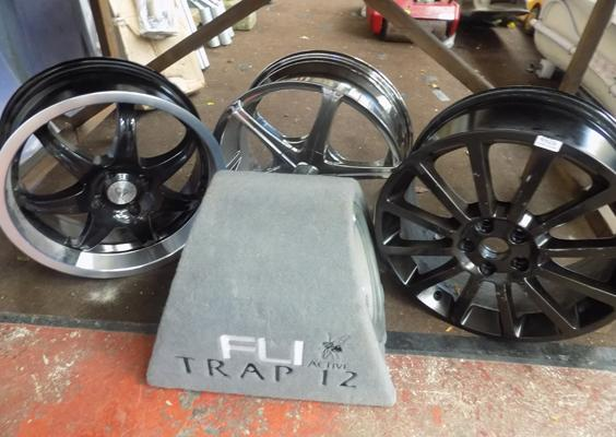 3 Alloy wheels and a subwoofer - ex display rims (some damage)