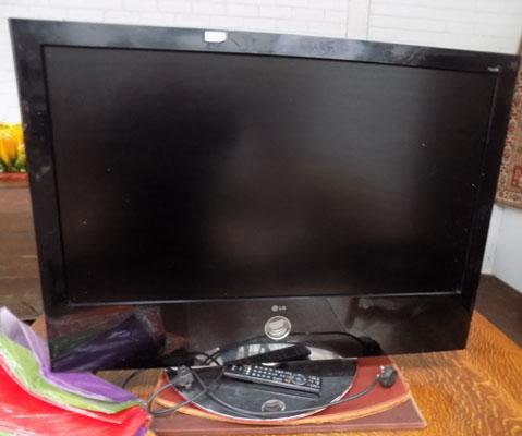 "42"" LG TV with remote"