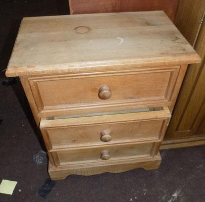 Small pine chest of drawers