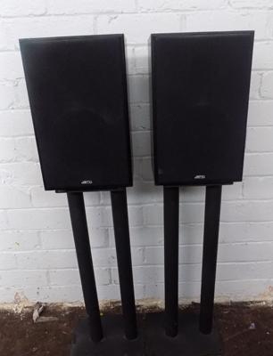 Jamo speakers and stands