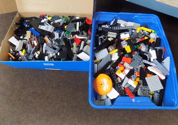 Large quantity of LEGO - various