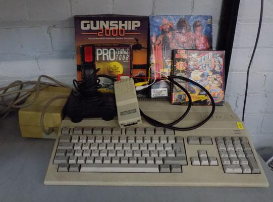 Amiga 500 with games, incl. James Pond, Final Fight, Gunship 2000, Head over heels & other collectables