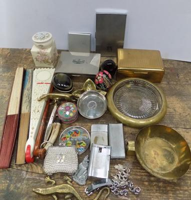 Box of collectables - Tabaconalia - compacts, brass etc...