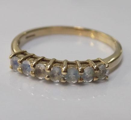 9ct gold moonstone ring - approx. size U