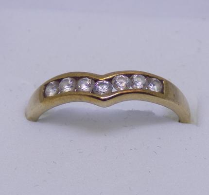 9ct Gold wishbone ring white stone size O1/2