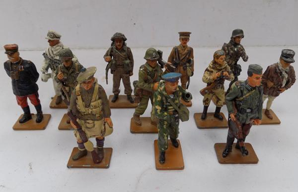 12 collector's metal soldiers, 2.5 inches