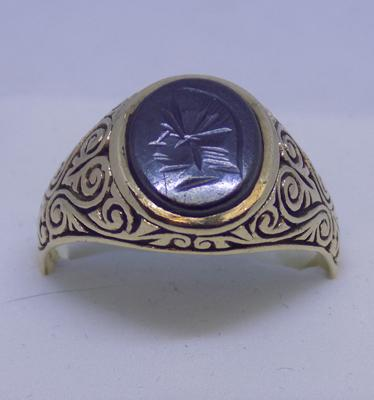 9ct Gold heamotite centurion head signet ring size V