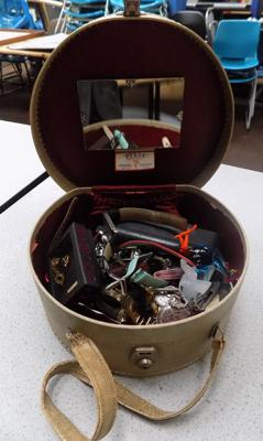 Vintage vanity case and collectables incl. watches