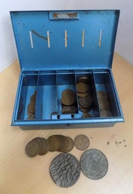 Vintage money box incl. pennies and others