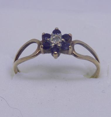9ct Gold sapphire & diamond flower ring size K1/2