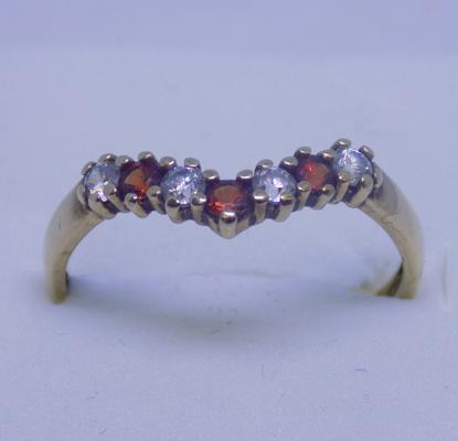 9ct Gold garnet wishbone ring size N