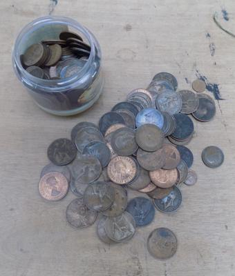 Large collection of coins, incl. old one pennies