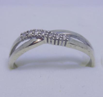 9ct Gold diamond crossover ring size M1/2