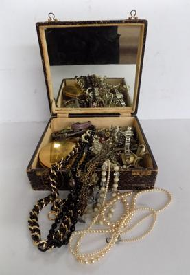 Vintage jewellery box with jewellery