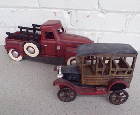 Tin plate truck and vintage style car (slight damage)