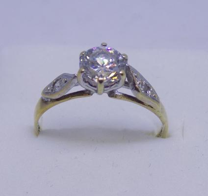 9ct White gold solitaire ring size N