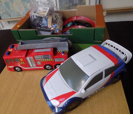 Hasbro Micro Machines large fire engine and saloon car, 3 x medium fold out vehicles, 2 gardens / 12 cars and accessories
