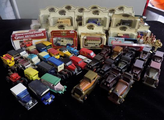 Collection of toy cars, some boxed & 8 toy men figures