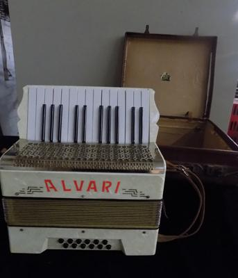 Alvari accordion in case
