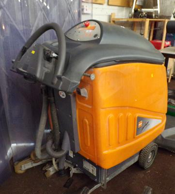 Taski 9542 Swingo industrial floor cleaner, with accessories (cost £5000) - W/O