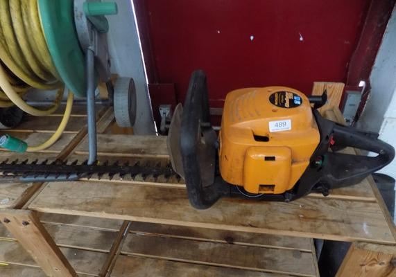 McCulloch Gladiator 550 hedge trimmer & garden hose on reel