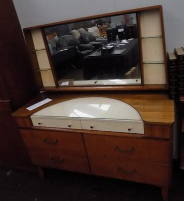 Retro dressing table with mirror