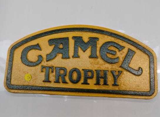 Cast iron camel trophy sign, 22cm long